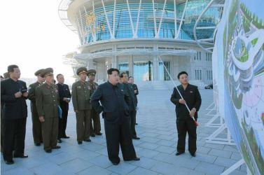 151028 - 조선의 오늘 - KIM JONG UN - Marschall KIM JONG UN besuchte den ausgezeichnet fertig gebauten Palast der Wissenschaft und Technik - 03 - 위대한 당의 전민과학기술인재화방침이 완벽하게 반영된 국보적인 건축물 경애하는 김정은동지께서 과학기술전당을 현지지도하시였다