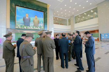 151028 - 조선의 오늘 - KIM JONG UN - Marschall KIM JONG UN besuchte den ausgezeichnet fertig gebauten Palast der Wissenschaft und Technik - 04 - 위대한 당의 전민과학기술인재화방침이 완벽하게 반영된 국보적인 건축물 경애하는 김정은동지께서 과학기술전당을 현지지도하시였다