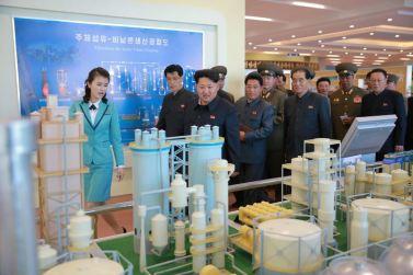151028 - 조선의 오늘 - KIM JONG UN - Marschall KIM JONG UN besuchte den ausgezeichnet fertig gebauten Palast der Wissenschaft und Technik - 18 - 위대한 당의 전민과학기술인재화방침이 완벽하게 반영된 국보적인 건축물 경애하는 김정은동지께서 과학기술전당을 현지지도하시였다