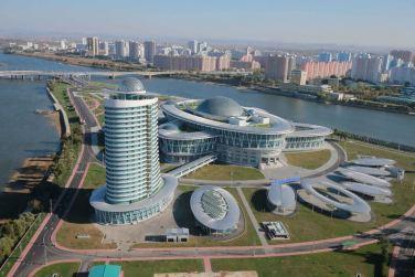 151028 - 조선의 오늘 - KIM JONG UN - Marschall KIM JONG UN besuchte den ausgezeichnet fertig gebauten Palast der Wissenschaft und Technik - 26 - 위대한 당의 전민과학기술인재화방침이 완벽하게 반영된 국보적인 건축물 경애하는 김정은동지께서 과학기술전당을 현지지도하시였다
