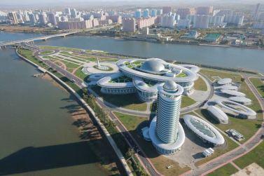 151028 - 조선의 오늘 - KIM JONG UN - Marschall KIM JONG UN besuchte den ausgezeichnet fertig gebauten Palast der Wissenschaft und Technik - 28 - 위대한 당의 전민과학기술인재화방침이 완벽하게 반영된 국보적인 건축물 경애하는 김정은동지께서 과학기술전당을 현지지도하시였다