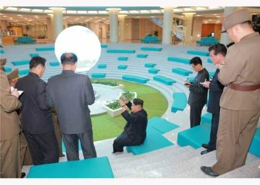 151028 - RS - KIM JONG UN - Marschall KIM JONG UN besuchte den ausgezeichnet fertig gebauten Palast der Wissenschaft und Technik - 11 - 위대한 당의 전민과학기술인재화방침이 완벽하게 반영된 국보적인 건축물 경애하는 김정은동지께서 과학기술강국 현지지도하시였다
