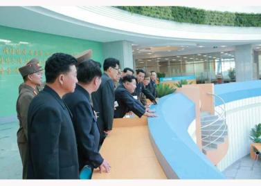 151028 - RS - KIM JONG UN - Marschall KIM JONG UN besuchte den ausgezeichnet fertig gebauten Palast der Wissenschaft und Technik - 17 - 위대한 당의 전민과학기술인재화방침이 완벽하게 반영된 국보적인 건축물 경애하는 김정은동지께서 과학기술강국 현지지도하시였다