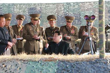 151103 - SK - KIM JONG UN - Marschall KIM JONG UN besuchte eine Fliegerabwehrraketenübung der Luftabwehrtruppen der KVA an der Westfront - 06 - 경애하는 김정은동지께서 조선인민군 서부전선 반항공부대들의 고사로케트사격훈련을 보시였다