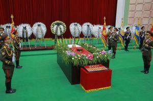 151109 - 조선의 오늘 - KIM JONG UN - Marschall KIM JONG UN besuchte den Katafalk vom Verstorbenen Ri Ul Sol - 01 - 경애하는 김정은동지께서 고 리을설동지의 령구를 찾으시여 깊은 애도의 뜻을 표시하시였다