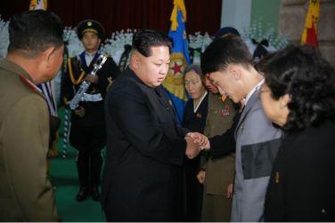 151109 - 조선의 오늘 - KIM JONG UN - Marschall KIM JONG UN besuchte den Katafalk vom Verstorbenen Ri Ul Sol - 05 - 경애하는 김정은동지께서 고 리을설동지의 령구를 찾으시여 깊은 애도의 뜻을 표시하시였다