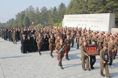 151112 - 조선의 오늘 - KIM JONG UN - Marschall KIM JONG UN nahm an der Trauerfeier für Genossen Ri Ul Sol teil - 04 - 고 리을설동지의 장의식 엄숙히 거행 우리 당과 국가, 군대의 최고령도자이신 경애하는 김정은동지께서 장의식에 참가하시였다