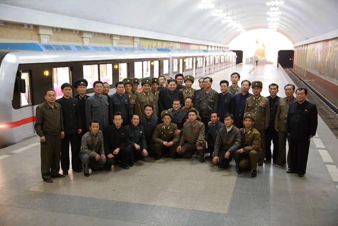 151120 - SK - KIM JONG UN - Genosse KIM JONG UN nahm an der Probefahrt des neuen U-Bahn-Zuges teil - 05 - 경애하는 김정은동지를 모시고 새로 만든 지하전동차의 시운전이 진행되였다