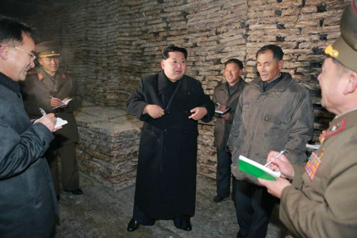 151123 - 조선의 오늘 - KIM JONG UN - Marschall KIM JONG UN besichtigte den Fischereibetrieb '25. August' der 313. Truppe der KVA - 08 - 경애하는 김정은동지께서 사회주의바다향기 차넘치는 조선인민군 제313군부대관하 8월25일수산사업소를 현지지도하시였다