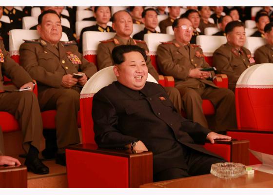 151124 - RS - KIM JONG UN - Marschall KIM JONG UN besuchte ein Konzert der Armeeangehörigen - 01 - 경애하는 김정은동지께서 조선인민군 제37차 군무자예술축전에 당선된 중대군인들의 공연을 관람하시였다