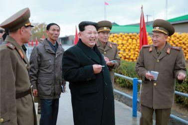 151125 - RS - KIM JONG UN - Marschall KIM JONG UN besichtigte den Fischereibetrieb Nr. 15 der 549. Truppe der KVA - 10 - 경애하는 김정은동지께서 조선인민군 제549군부대관하 15호수산사업소를 현지지도하시였다