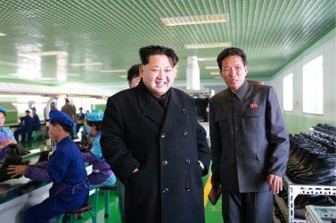 151127 - 조선의 오늘 - KIM JONG UN - Marschall KIM JONG UN besuchte die Schuhfabrik Wonsan - 09 - 경애하는 김정은동지께서 원산구두공장을 현지지도하시였다