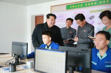 151127 - 조선의 오늘 - KIM JONG UN - Marschall KIM JONG UN besuchte die Schuhfabrik Wonsan - 11 - 경애하는 김정은동지께서 원산구두공장을 현지지도하시였다
