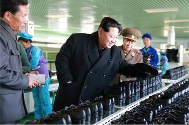 151127 - 조선의 오늘 - KIM JONG UN - Marschall KIM JONG UN besuchte die Schuhfabrik Wonsan - 13 - 경애하는 김정은동지께서 원산구두공장을 현지지도하시였다