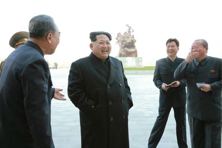 151201 - 조선의 오늘 - Marschall KIM JONG UN beuchte den neu umgebauten Schülerpalast Mangyongdae - 01 - 경애하는 김정은동지께서 새로 개건된 만경대학생소년궁전을 돌아보시였다