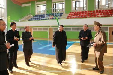 151201 - 조선의 오늘 - Marschall KIM JONG UN beuchte den neu umgebauten Schülerpalast Mangyongdae - 09 - 경애하는 김정은동지께서 새로 개건된 만경대학생소년궁전을 돌아보시였다