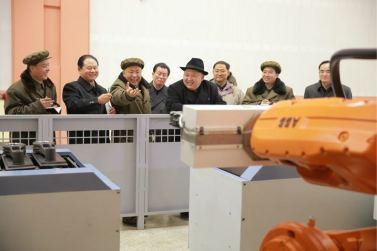 151220 - 조선의 오늘 - KIM JONG UN - Marschall KIM JONG UN besichtigte das Maschinenkombinat '18. Januar' - 08 - 경애하는 김정은동지께서 우리 나라 기계제작공업부문의 본보기, 표준으로 훌륭히 전변된 1월18일기계종합공장을 현지지도하시였다