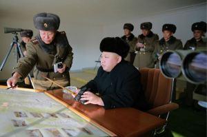 151224 - 조선의 오늘 - KIM JONG UN - Marschall KIM JONG UN wohnte einer Gefechtsübung zwischen dem 526. und dem 671. Truppenverband der KVA bei - 01 - 경애하는 김정은동지께서 조선인민군 제526대련합부대와 제671대련합부대사이의 쌍방실동훈련을 보시였다