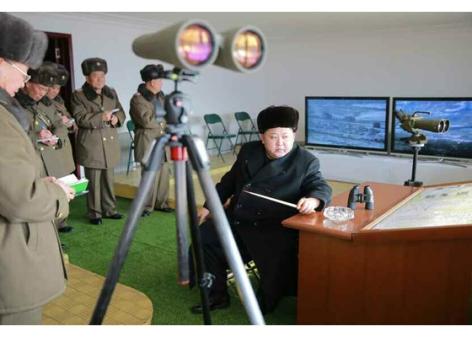 151224 - RS - KIM JONG UN - Marschall KIM JONG UN wohnte einer Gefechtsübung zwischen dem 526. und dem 671. Truppenverband der KVA bei - 03 - 경애하는 김정은동지께서 조선인민군 제526대련합부대와 제671대련합부대사이의 쌍방실동훈련을 보시였다