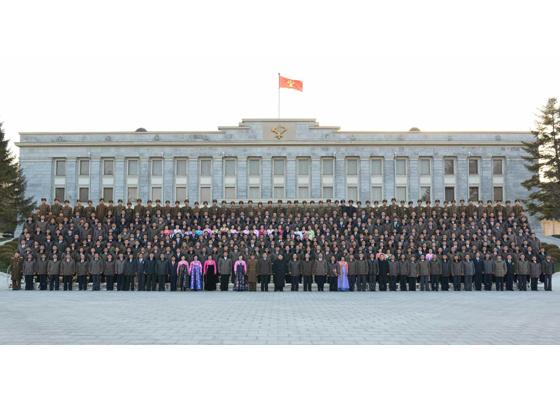 151229 - RS - KIM JONG UN - Marschall KIM JONG UN leitete Verleihungszeremonie für Teilnehmer des 3. Aktivistentreffens des Fischereiwesens der KVA - 경애하는 김정은동지를 모시고 조선인민군 제3차 수산부문열성자회의 참가자들에 대한 당 및 국가표창수여식이 진행되였다