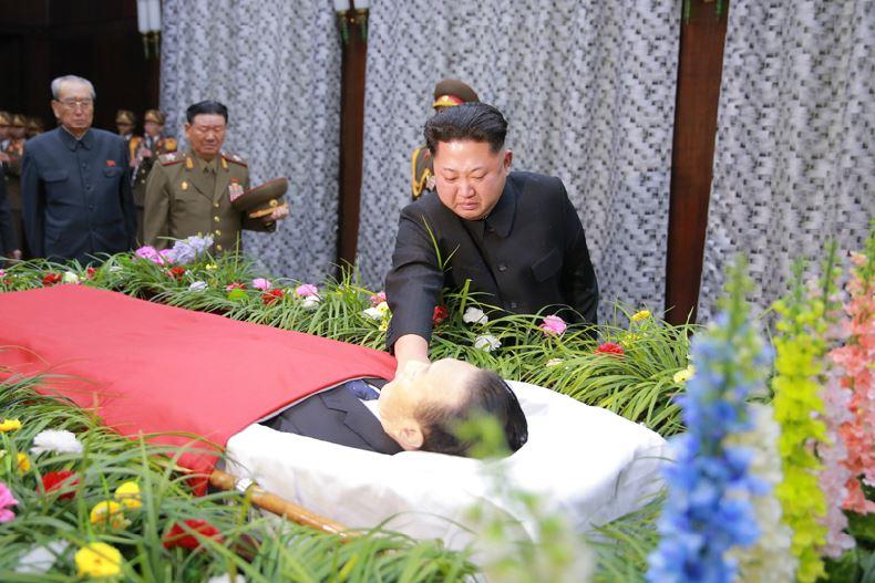 151231 - 조선의 오늘 - KIM JONG UN - 01 - 경애하는 김정은동지께서 고 김양건동지의 령구를 찾으시여 깊은 애도의 뜻을 표시하시였다