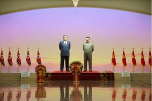 160101 - SK - KIM JONG UN - Zum neuen Jahr 2016 besuchte Genosse KIM JONG UN den Sonnenpalast Kumsusan - 01 - 경애하는 김정은동지께서 새해 2016년에 즈음하여 금수산태양궁전을 찾으시였다