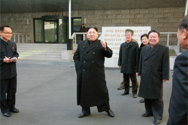 160123 - 조선의 오늘 - KIM JONG UN - Marschall KIM JONG UN besichtigte das Lebensmittelkombinat für Sportler Kumkop - 01 - 경애하는 김정은동지께서 현대적으로 개건된 금컵체육인종합식료공장을 현지지도하시였다