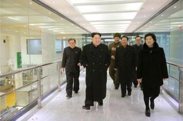 160123 - 조선의 오늘 - KIM JONG UN - Marschall KIM JONG UN besichtigte das Lebensmittelkombinat für Sportler Kumkop - 04 - 경애하는 김정은동지께서 현대적으로 개건된 금컵체육인종합식료공장을 현지지도하시였다