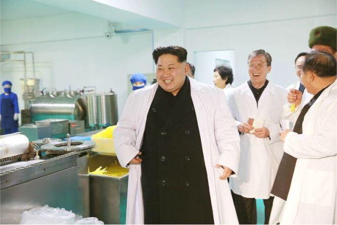160123 - 조선의 오늘 - KIM JONG UN - Marschall KIM JONG UN besichtigte das Lebensmittelkombinat für Sportler Kumkop - 07 - 경애하는 김정은동지께서 현대적으로 개건된 금컵체육인종합식료공장을 현지지도하시였다