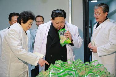 160123 - 조선의 오늘 - KIM JONG UN - Marschall KIM JONG UN besichtigte das Lebensmittelkombinat für Sportler Kumkop - 08 - 경애하는 김정은동지께서 현대적으로 개건된 금컵체육인종합식료공장을 현지지도하시였다