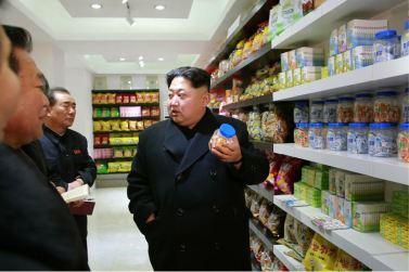 160123 - 조선의 오늘 - KIM JONG UN - Marschall KIM JONG UN besichtigte das Lebensmittelkombinat für Sportler Kumkop - 09 - 경애하는 김정은동지께서 현대적으로 개건된 금컵체육인종합식료공장을 현지지도하시였다