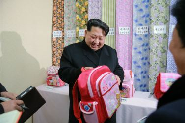 160128 - 조선의 오늘 - KIM JONG UN - Marschall KIM JONG UN besichtigte die Pyongyanger Textilfabrik 'Kim Jong Suk' - 01 - 경애하는 김정은동지께서 김정숙평양방직공장을 현지지도하시였다