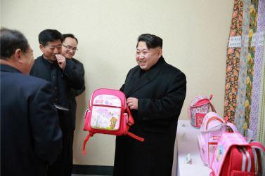 160128 - 조선의 오늘 - KIM JONG UN - Marschall KIM JONG UN besichtigte die Pyongyanger Textilfabrik 'Kim Jong Suk' - 02 - 경애하는 김정은동지께서 김정숙평양방직공장을 현지지도하시였다