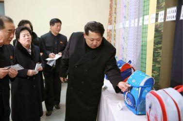 160128 - 조선의 오늘 - KIM JONG UN - Marschall KIM JONG UN besichtigte die Pyongyanger Textilfabrik 'Kim Jong Suk' - 04 - 경애하는 김정은동지께서 김정숙평양방직공장을 현지지도하시였다