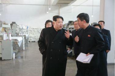 160128 - 조선의 오늘 - KIM JONG UN - Marschall KIM JONG UN besichtigte die Pyongyanger Textilfabrik 'Kim Jong Suk' - 07 - 경애하는 김정은동지께서 김정숙평양방직공장을 현지지도하시였다
