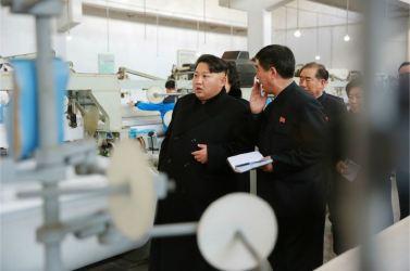 160128 - 조선의 오늘 - KIM JONG UN - Marschall KIM JONG UN besichtigte die Pyongyanger Textilfabrik 'Kim Jong Suk' - 08 - 경애하는 김정은동지께서 김정숙평양방직공장을 현지지도하시였다