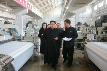 160128 - 조선의 오늘 - KIM JONG UN - Marschall KIM JONG UN besichtigte die Pyongyanger Textilfabrik 'Kim Jong Suk' - 09 - 경애하는 김정은동지께서 김정숙평양방직공장을 현지지도하시였다
