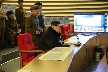 """160207 - 조선의 오늘 - Marschall KIM JONG UN erteilte Befehl zum zum Start des Erdbeobachtungssatelliten """"Kwangmyongsong 4"""" - 02 - 우리 당과 국가, 군대의 최고령도자 김정은동지께서 지구관측위성 《광명성-4》호를 발사할데 대한 명령 하달"""
