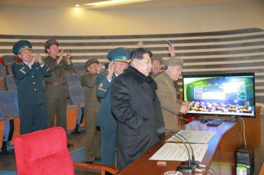 """160207 - 조선의 오늘 - Marschall KIM JONG UN erteilte Befehl zum zum Start des Erdbeobachtungssatelliten """"Kwangmyongsong 4"""" - 03 - 우리 당과 국가, 군대의 최고령도자 김정은동지께서 지구관측위성 《광명성-4》호를 발사할데 대한 명령 하달"""