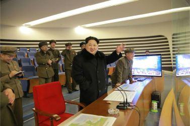 """160207 - 조선의 오늘 - Marschall KIM JONG UN erteilte Befehl zum zum Start des Erdbeobachtungssatelliten """"Kwangmyongsong 4"""" - 05 - 우리 당과 국가, 군대의 최고령도자 김정은동지께서 지구관측위성 《광명성-4》호를 발사할데 대한 명령 하달"""
