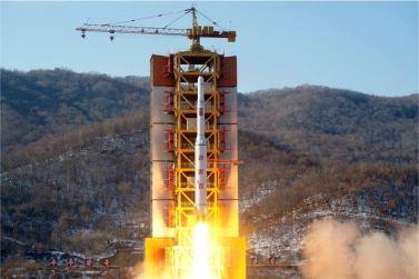 """160207 - 조선의 오늘 - Marschall KIM JONG UN erteilte Befehl zum zum Start des Erdbeobachtungssatelliten """"Kwangmyongsong 4"""" - 08 - 우리 당과 국가, 군대의 최고령도자 김정은동지께서 지구관측위성 《광명성-4》호를 발사할데 대한 명령 하달"""