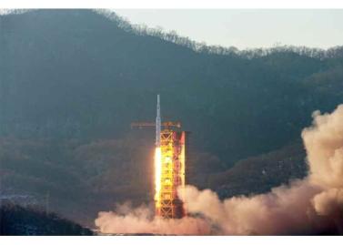 160208 - RS - KIM JONG UN - Start des Erdebeobachtungssatelliten 'Kwangmyongsong 4' - 03 - 조선민주주의인민공화국 국가우주개발국 보도 지구관측위성 《광명성-4》호 성과적으로 발사