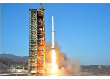160208 - RS - KIM JONG UN - Start des Erdebeobachtungssatelliten 'Kwangmyongsong 4' - 04 - 조선민주주의인민공화국 국가우주개발국 보도 지구관측위성 《광명성-4》호 성과적으로 발사