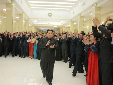 160215 - 조선의 오늘 - KIM JONG UN - Ein Bankett zu Ehren des gelungenen Startes von Kwangmyongsong -4 - 01 - 경애하는 김정은동지를 모시고 《광명성-4》호발사성공에 기여한 과학자, 기술자, 로동자, 일군들을 환영하는 연회가 성대히 진행되였다