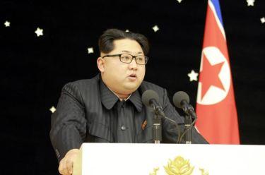 160215 - 조선의 오늘 - KIM JONG UN - Ein Bankett zu Ehren des gelungenen Startes von Kwangmyongsong -4 - 05 - 경애하는 김정은동지를 모시고 《광명성-4》호발사성공에 기여한 과학자, 기술자, 로동자, 일군들을 환영하는 연회가 성대히 진행되였다