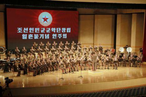 160223 - 조선의 오늘 - KIM JONG UN - Marschall KIM JONG UN wohnte dem Konzert zum 70. Gründungstag der Militärkapelle der KVA bei - 04 - 경애하는 김정은동지께서 조선인민군군악단창립 일흔돐기념 연주회를 관람하시였다