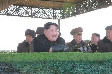 160227 - 조선의 오늘 - KIM JONG UN - Marschall KIM JONG UN leitete den Schießtest mit einer neuen Panzerabwehrrakete an - 03 - 경애하는 김정은동지께서 새로 개발한 반땅크유도무기시험사격을 지도하시였다