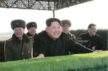 160227 - 조선의 오늘 - KIM JONG UN - Marschall KIM JONG UN leitete den Schießtest mit einer neuen Panzerabwehrrakete an - 04 - 경애하는 김정은동지께서 새로 개발한 반땅크유도무기시험사격을 지도하시였다