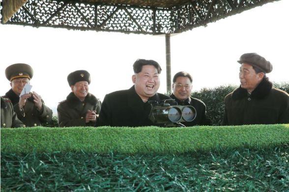 160227 - 조선의 오늘 - KIM JONG UN - Marschall KIM JONG UN leitete den Schießtest mit einer neuen Panzerabwehrrakete an - 05 - 경애하는 김정은동지께서 새로 개발한 반땅크유도무기시험사격을 지도하시였다