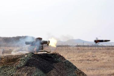 160227 - 조선의 오늘 - KIM JONG UN - Marschall KIM JONG UN leitete den Schießtest mit einer neuen Panzerabwehrrakete an - 06 - 경애하는 김정은동지께서 새로 개발한 반땅크유도무기시험사격을 지도하시였다
